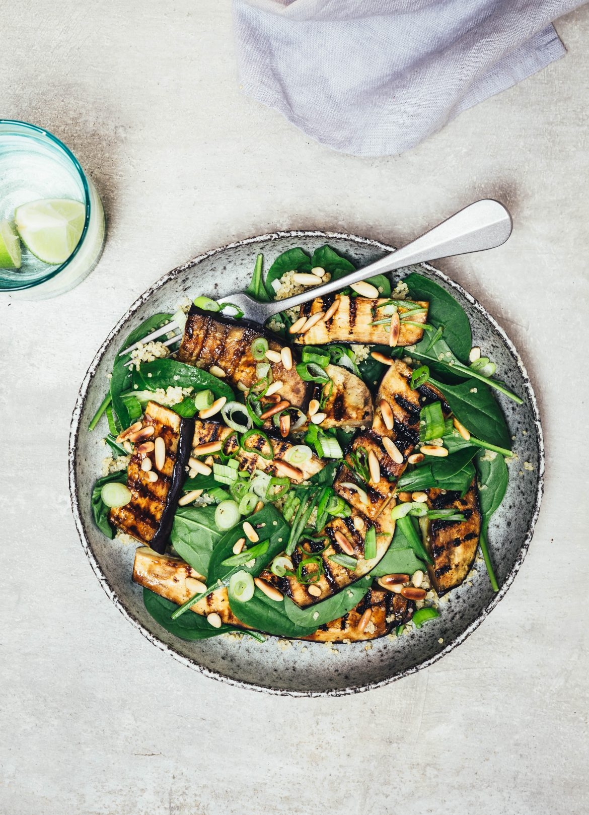 Grillet auberginesalat med spicy barbeque marinade