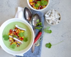 Broccolisuppe med spicy mango topping
