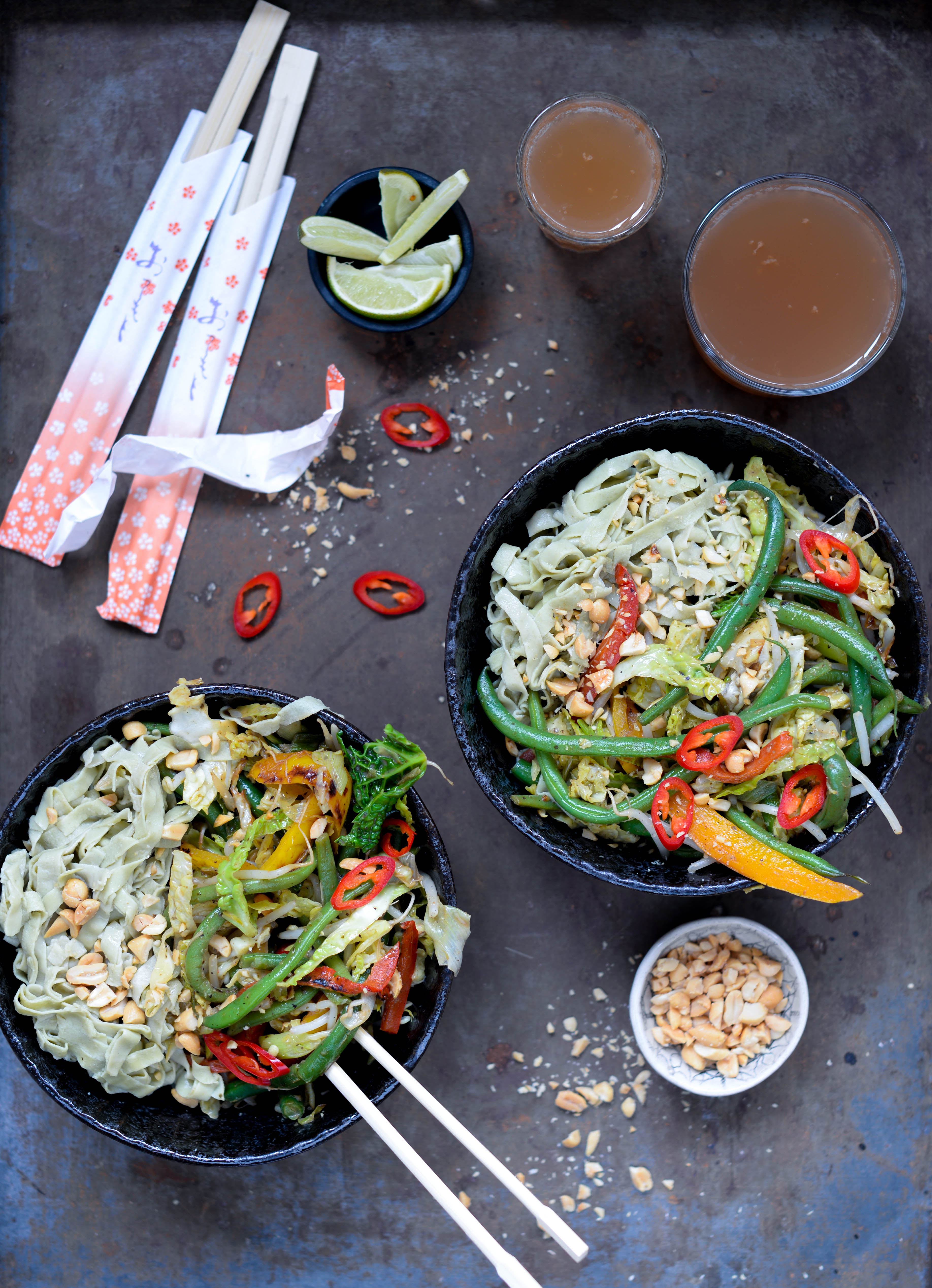 Green Thai curry med edamame nudler