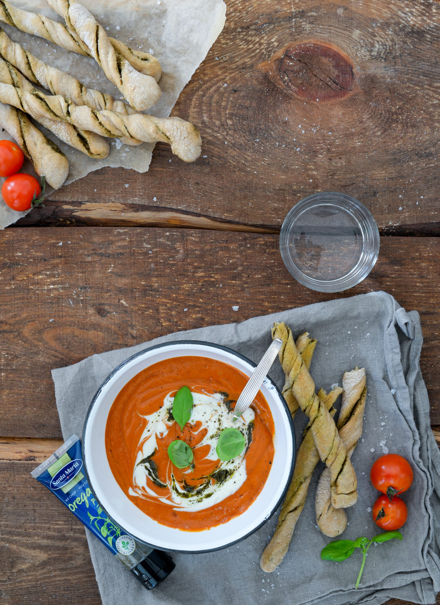 Turbo tomatsuppe med pesto twistere